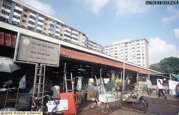 Geylang Serai Market, Entrance