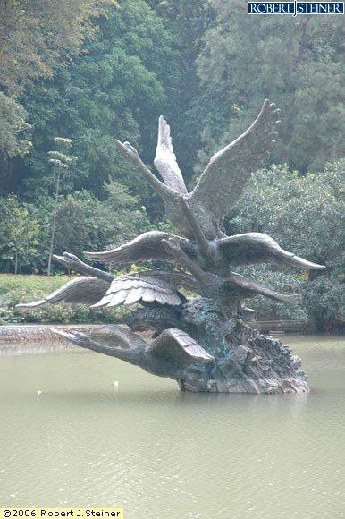 Singapore Botanic Gardens, Flight of Swans Sculpture
