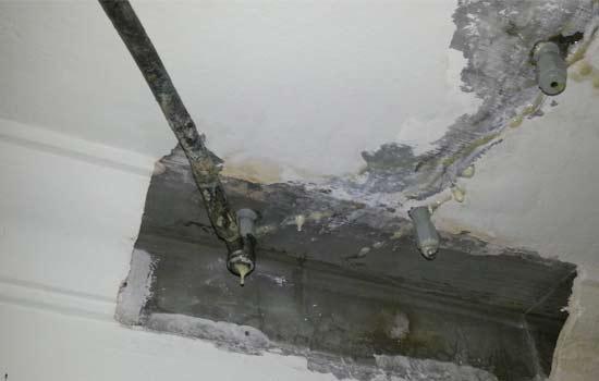 ceiling water leakage 1