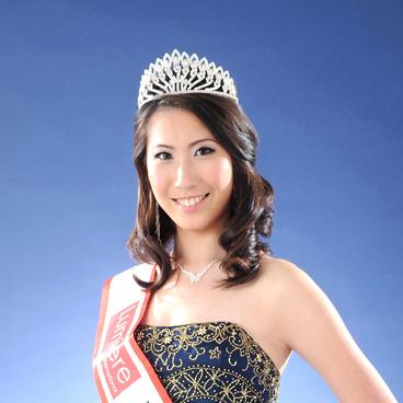 536374fd2827b3f929000290_Miss-Singapore-Friendship2.jpg