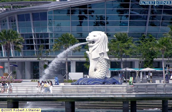 Take a walk to Merlion Park
